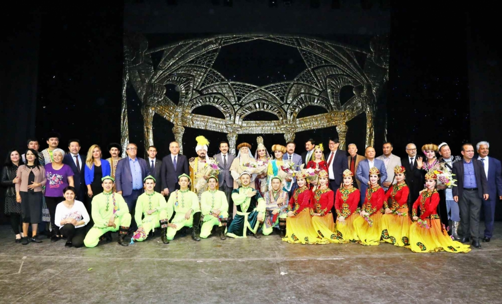 The Uygur Uygur State Academic Music and Theater Ensemble enchanted its audience in Ankara