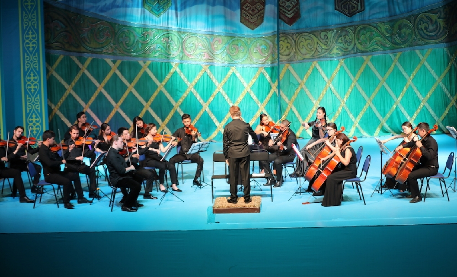 Young Artists of the Turkic World take the scene in Turkistan