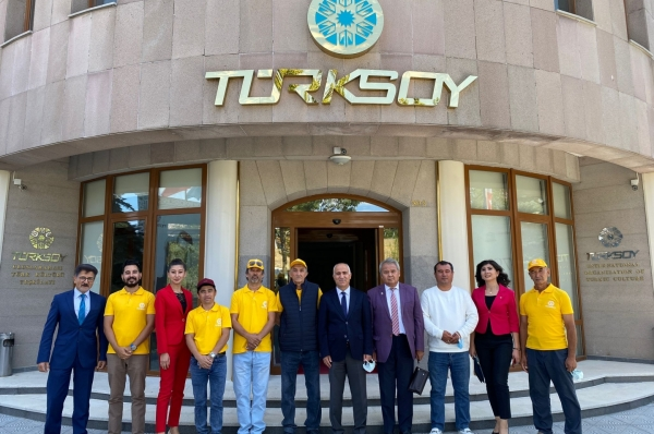 Painters of the Turkic World visited  TURKSOY Headquarters